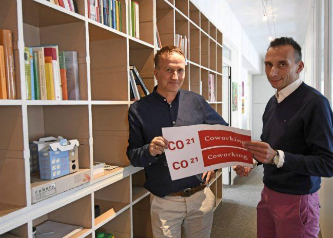 Christoph Schlee (li.) organisiert das Coworking an der Hindenburgstraße. Thomas Boccaccio ist einer derjenigen, die bei der Auftaktveranstaltung zur Gründerwoche am 14. November mit dabei sind.