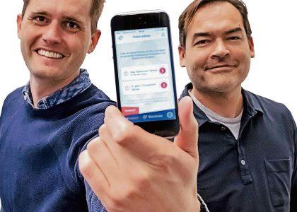 Die Gründer mit ihrer App, mit der man kostenlos ein Ticket für die Rheinbahn in Düsseldorf erhält, wenn man dafür Werbevideos schaut