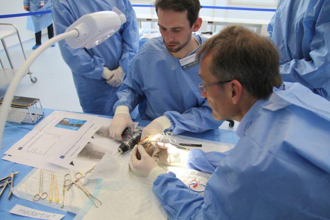 Chirurgen am Operationstisch