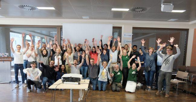"""Mit Spaß an zukunftsweisenden Ideen: Teilnehmer, Unterstützer und Organisatoren des ersten """"Techstars Startup Weekends Duisburg – Quellen-Reiter gesucht."""" Foto: GFW. Foto: Heinrich Almiks/GFW"""