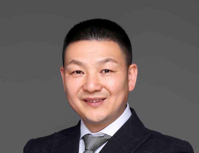 Luohua Ye als Geschäftsführer der Weise International. Foto: Kreis-WfG