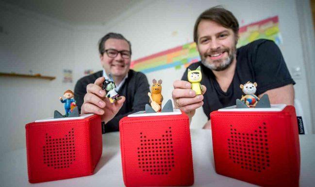 Boxine-Gründer Patric Faßbender (re.) und Marcus Stahl präsentieren ihre Tonies und ihre Toniboxen. RP-Photo: Endermann. Foto: Endermann, Andreas (end)